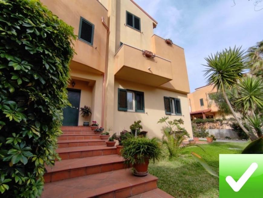 DFC Immobiliare - Villa Bifamiliare Su Quattro Livelli Con ...